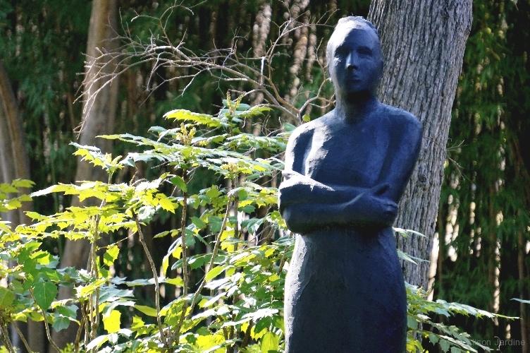 3-jardine-garden-statue